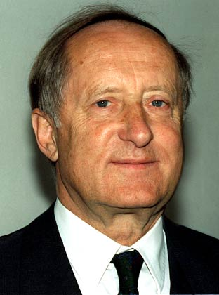 Эберхард фон Кюнхайм. Человек, поднявший с колен BMW. Человек, который 33 года (с 1960 по 1993) был председателем совета директоров BMW.