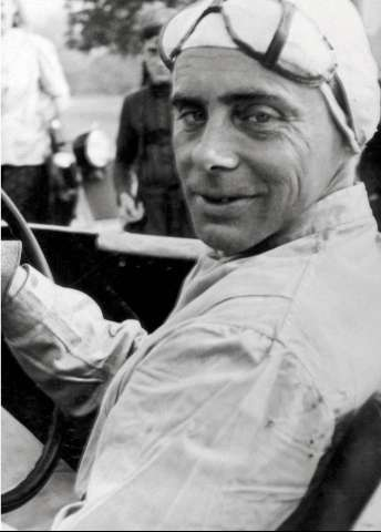 Гениальный моторист, в прошлом гонщик, выступавший до войны за BMW, Барон Алекс фон Фалькенхаузен.