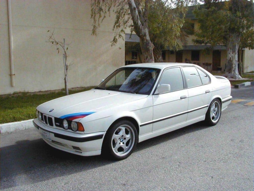 Этот великолепный M5 был выпущен специально для импортера автомобилей BMW из Саудовской Аравии «Naghi Motors».
