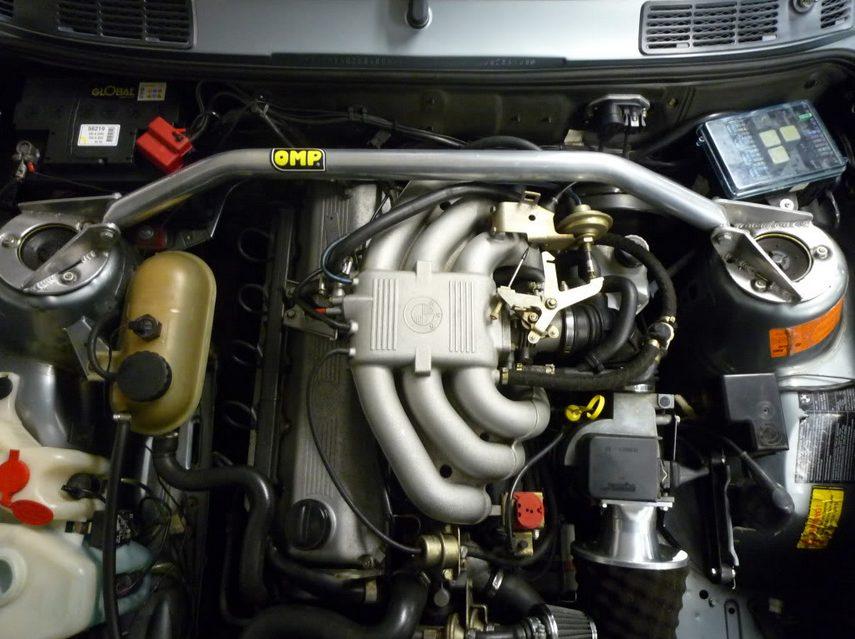 Изначально 520i и 525i комплектовались моторами M20, на смену которым пришел двигатель M50