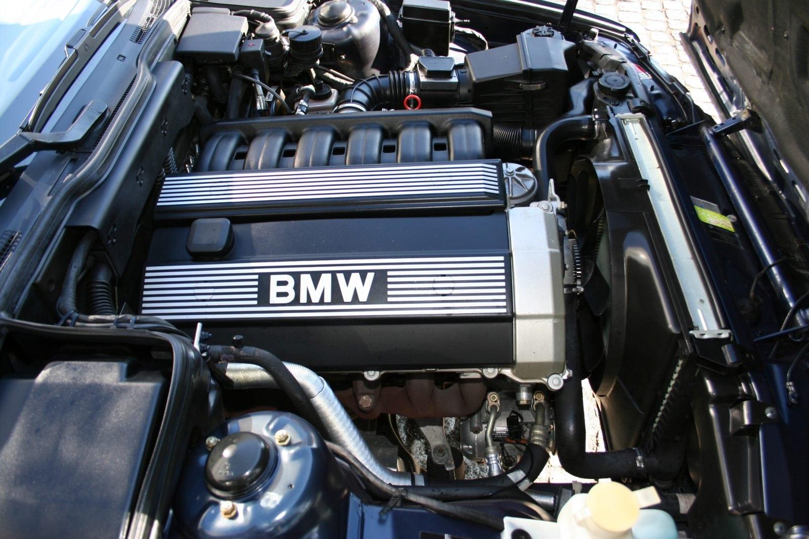 Двигатель M50, пришедший на замену устаревшему M20. Стал и остается возможно самым удачным двигателем BMW по сочетанию потребительских характеристик.