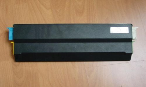 Блок управления IHKA имеет четыре разъема подключения, два из них находятся на его левой стороне.