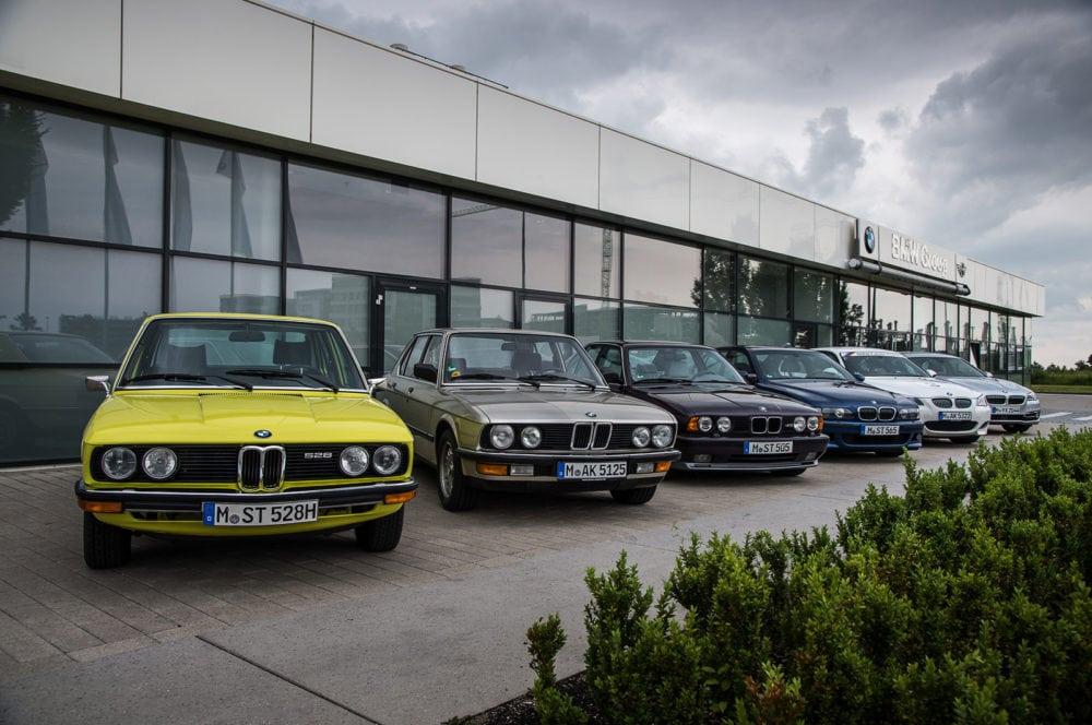 История пятой серии BMW началась в 1972 году. С тех пор изготовлено более 6 миллионов автомобилей. Бестселлером компании «пятёрка» не стала из-за наличия более доступной «трёшки», однако прочно занимает второе место во внутрикорпоративном рейтинге продаж.