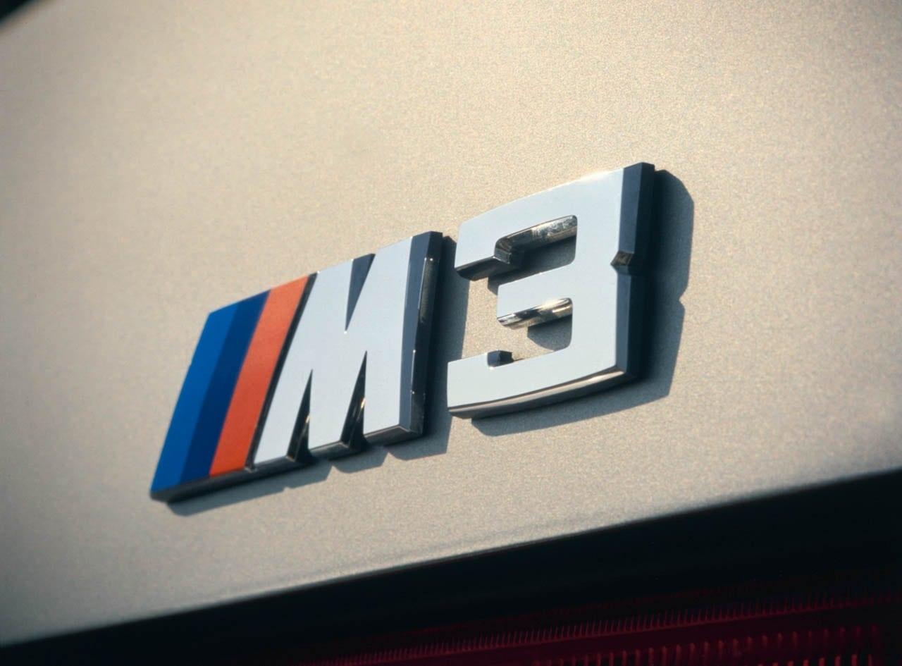Спустя восемь лет после премьеры BMW M1 баварцы выпустили вторую машину, украшенную трёхцветным флажком. Ею оказалась M3.