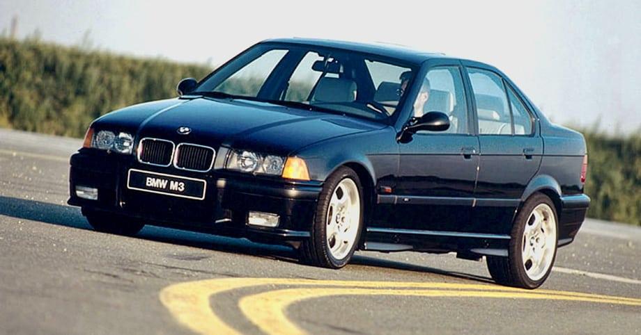 Ещё одно знаменательное событие произошло в 1994 году, когда BMW впервые представила компактную «Эмку» с кузовом седан. Четырёхдверная машина технической «начинкой» полностью повторяла одноимённое купе, но была куда более подходящим вариантом для повседневной езды.