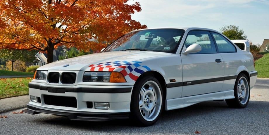 BMW M3 Lightweight легко было узнать по наклеенному флажку (наверное, после неё пошла мода лепить их на всякое барахло) и большому антикрылу. Несмотря на свою явно гоночную направленность, эти машины редко выезжали на трек-дни.