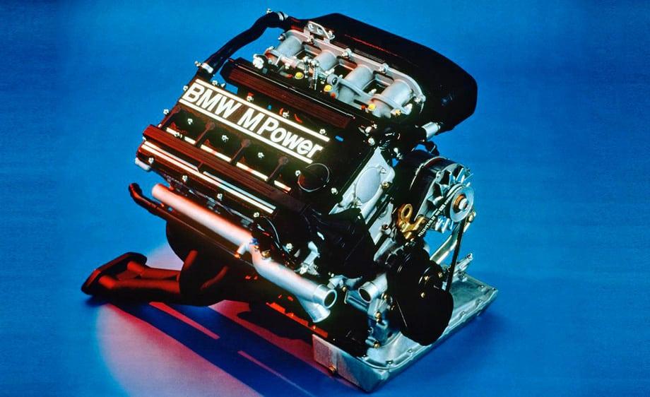 Тот самый доработанный «огрызок» двигателя M88 — мотор S14, созданный всего за две недели.