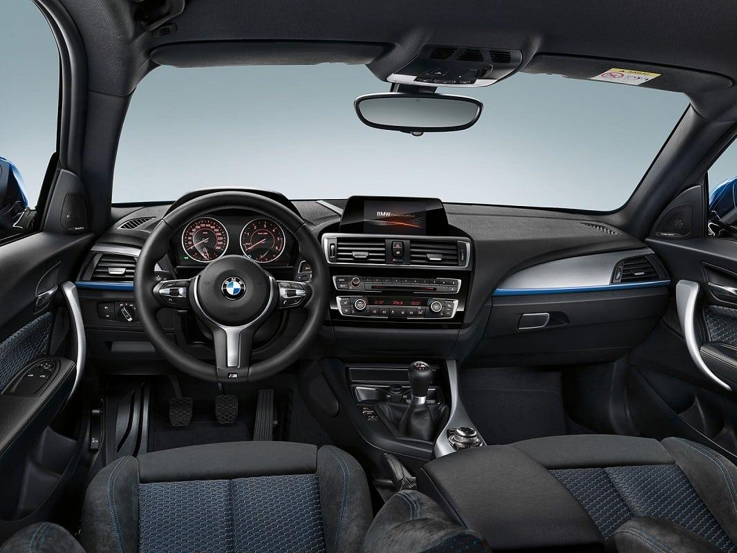 Фото салона рестайлинговой BMW 1 серии F20