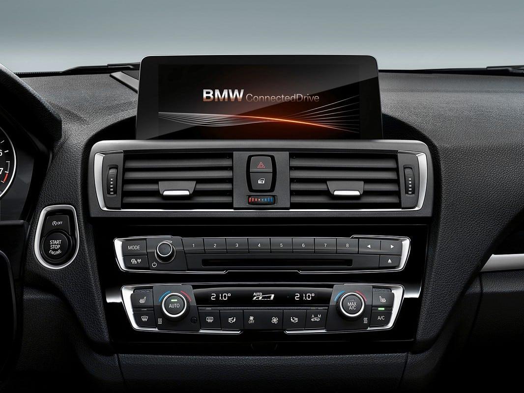Фото салона рестайлинговой BMW 1 серии F20 - iDrive c 6,5 дюймовым экраном