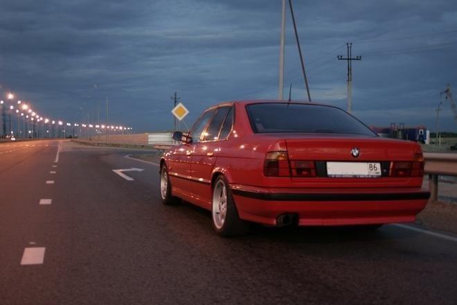 Восьмой автомобиль под номером GD64464 Hellrot 1994-07-21 лет пять назад был куплен в Москве и перевезен на север в город Сургут.