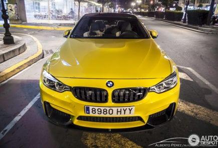 Новый BMW M4 купе был замечен в красивом цвете Dakar Yellow.