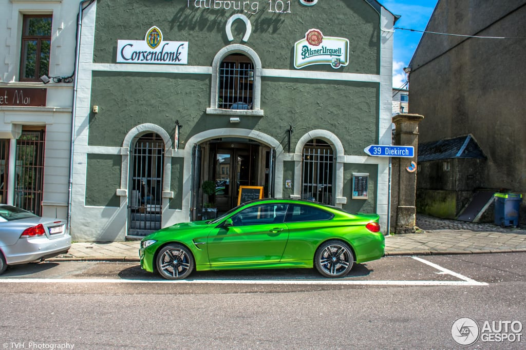 Очень красивая BMW M4 в цвете Signal Green замечена в Бельгии.