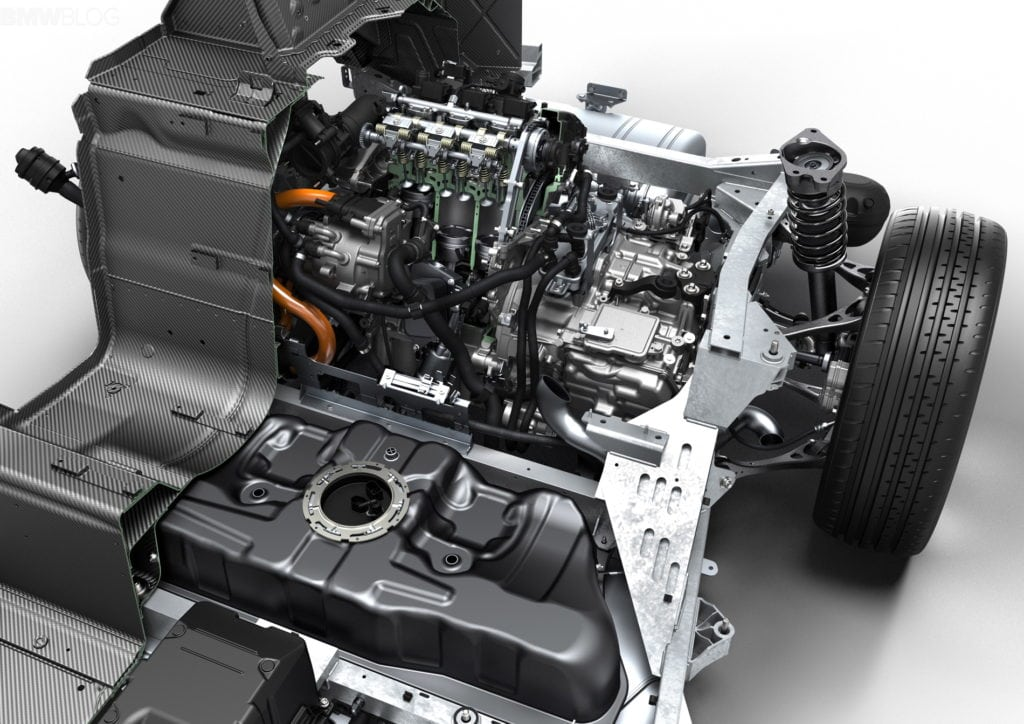 Двигатель и трансмиссия BMW i8