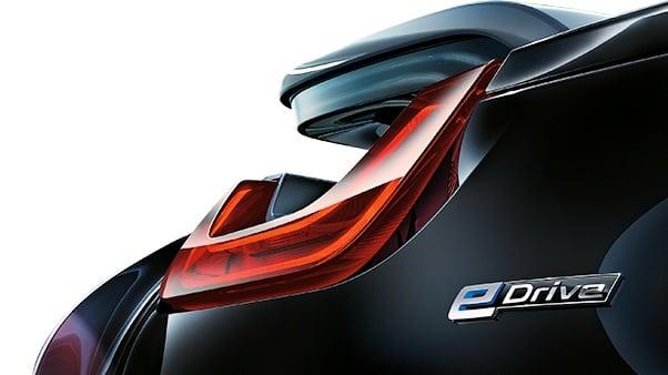 Электрическая спортивность: привод и эффективность BMW i8