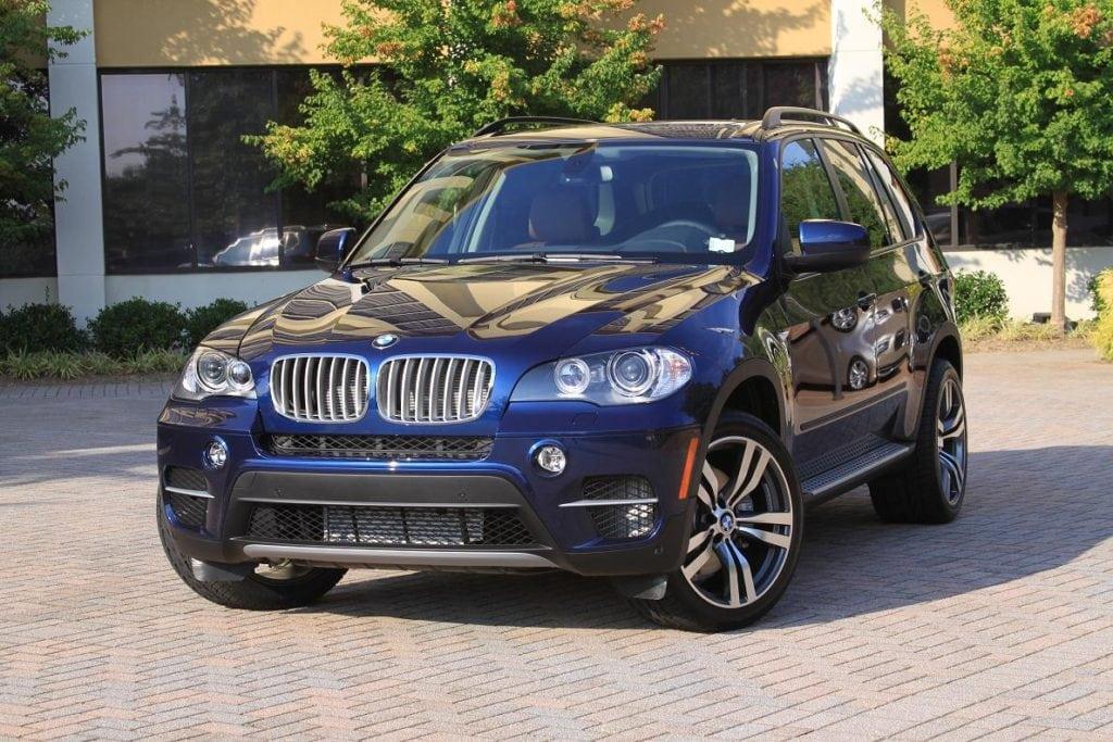 BMW в цвете Monaco Blue