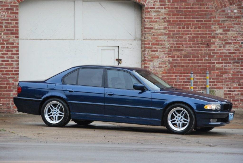 BMW E38 в цвете Biarritz Blue