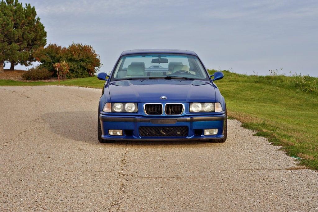 BMW E36 в цвете Avus Blue