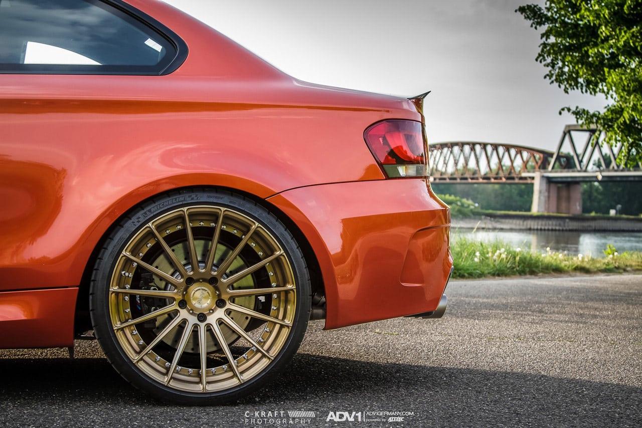 BMW 1M в цвете Valencia Orange