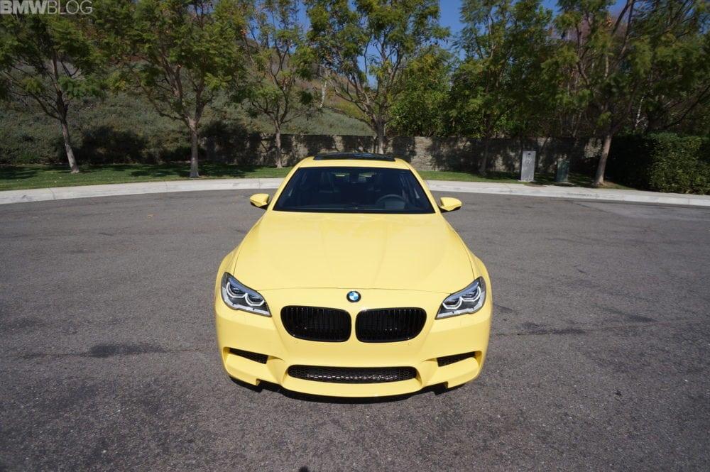BMW M5 в цвете Dakar Yellow