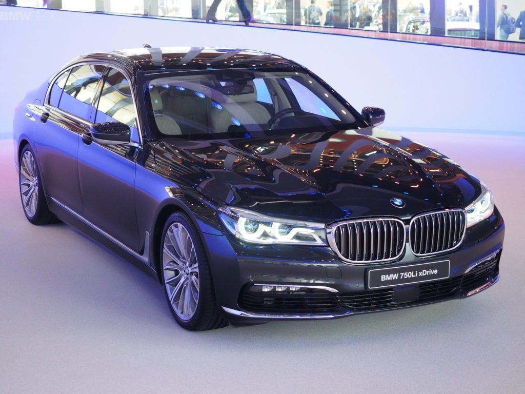 2016-bmw-7-series-frankfurt-images-05