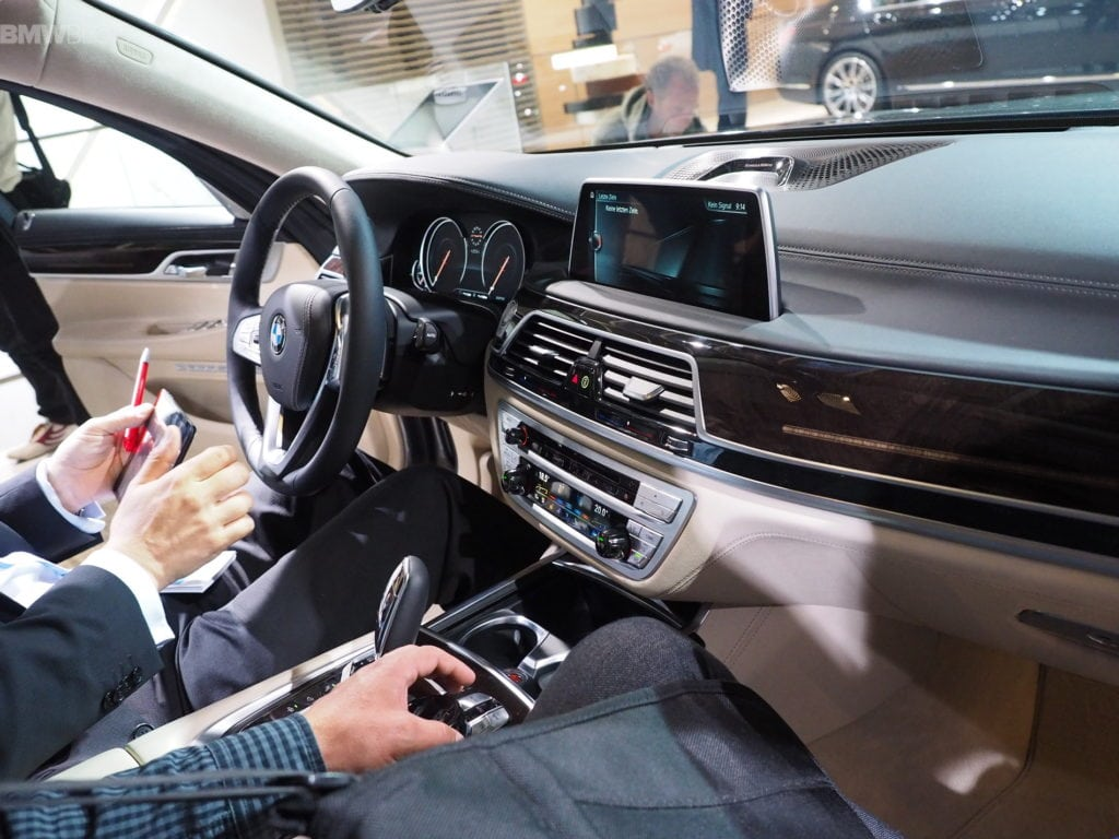2016-bmw-7-series-frankfurt-images-38