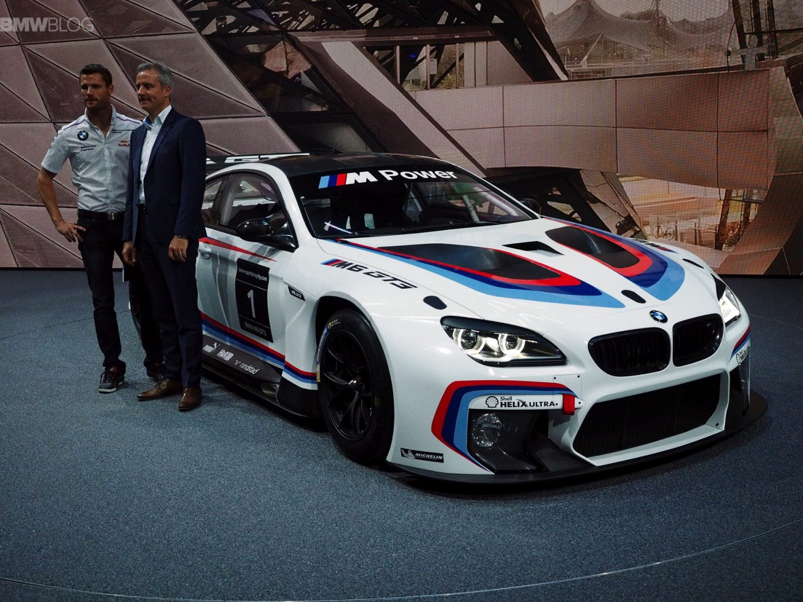 BMW M6 GT3 фото с премьеры на автосалоне во Франкфурте IAA 2015