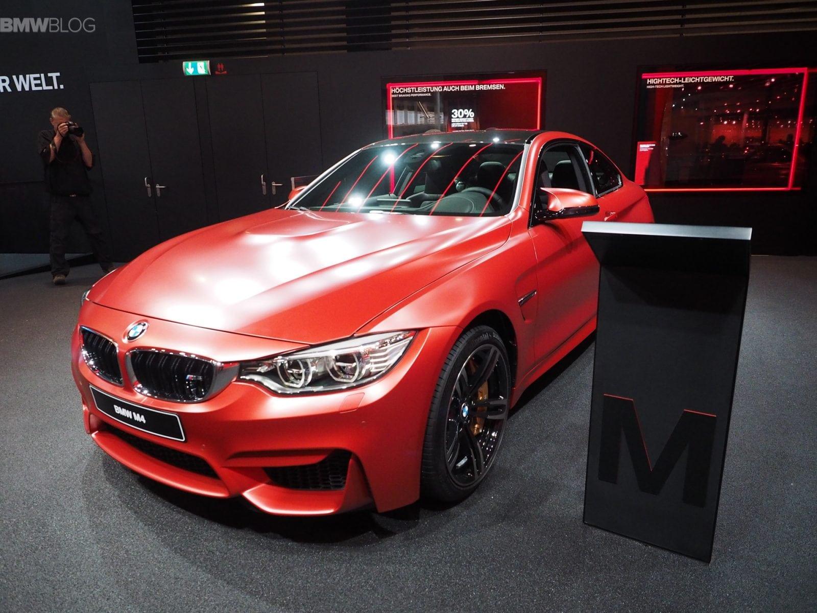 BMW M4 в цвете Frozen Red Metallic представлена во Франкфурте
