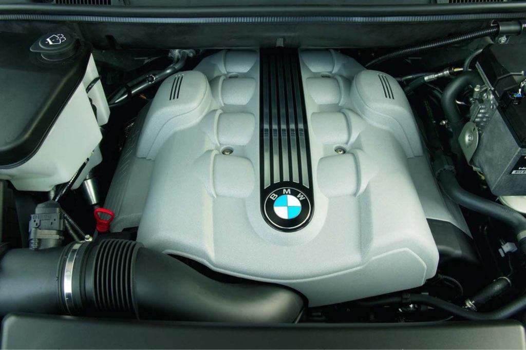 Двигатель N62B48, который ставился на BMW X5 4.8is -