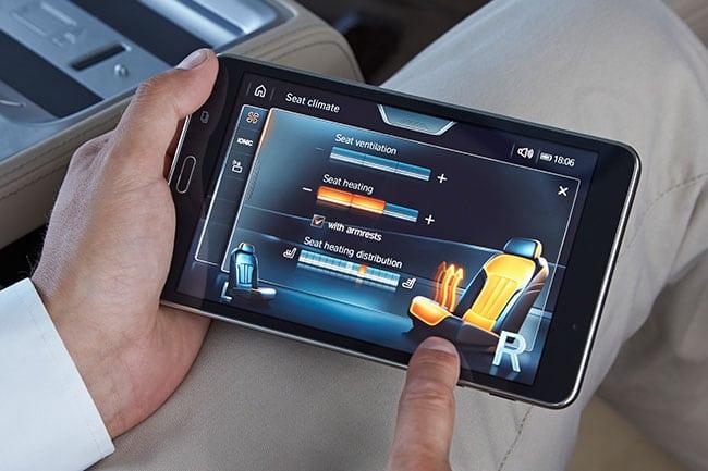 Интерфейс планшета разработан совместно с корейцами и разделен на девять тематических разделов – от управления климатом и сиденьями до музыки и приложений.