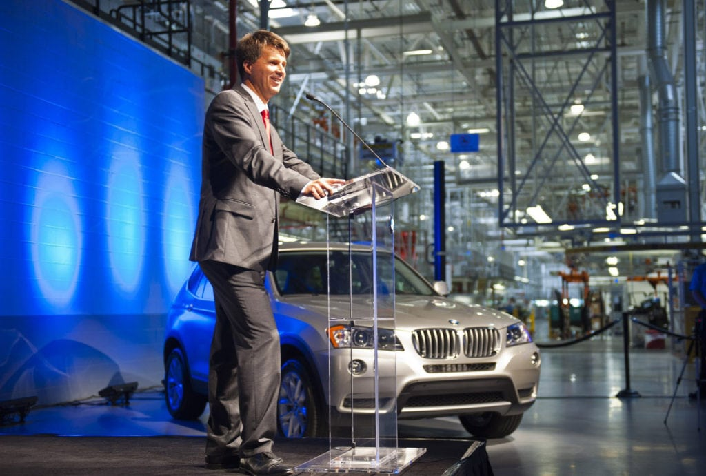 Новый главный исполнительный директор BMW, Харальд Крюгер, упал в обморок на сцене во время презентации на автосалоне во Франкфурте во вторник.