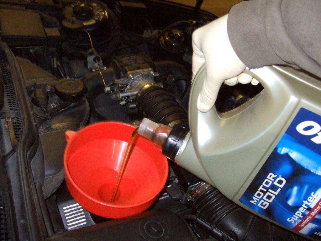 Замена масла в двигателе BMW 5 серии в кузове E34