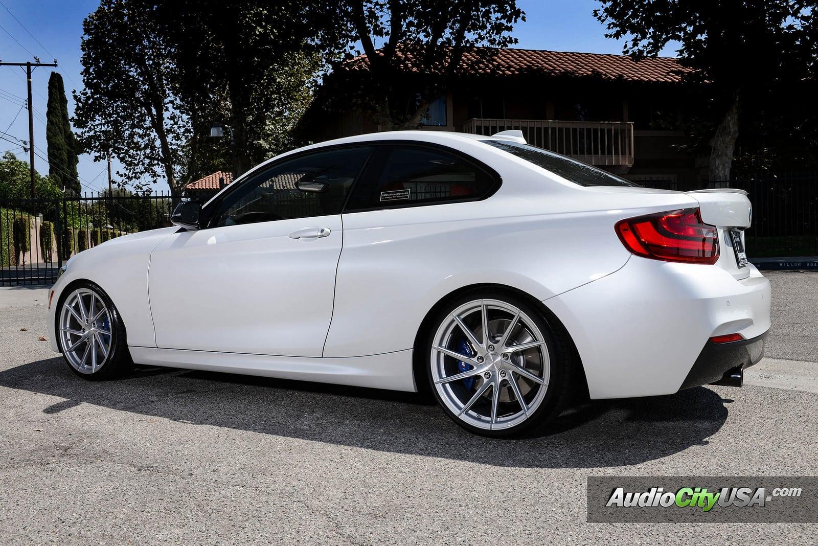 BMW M235i в цвете Alpine White