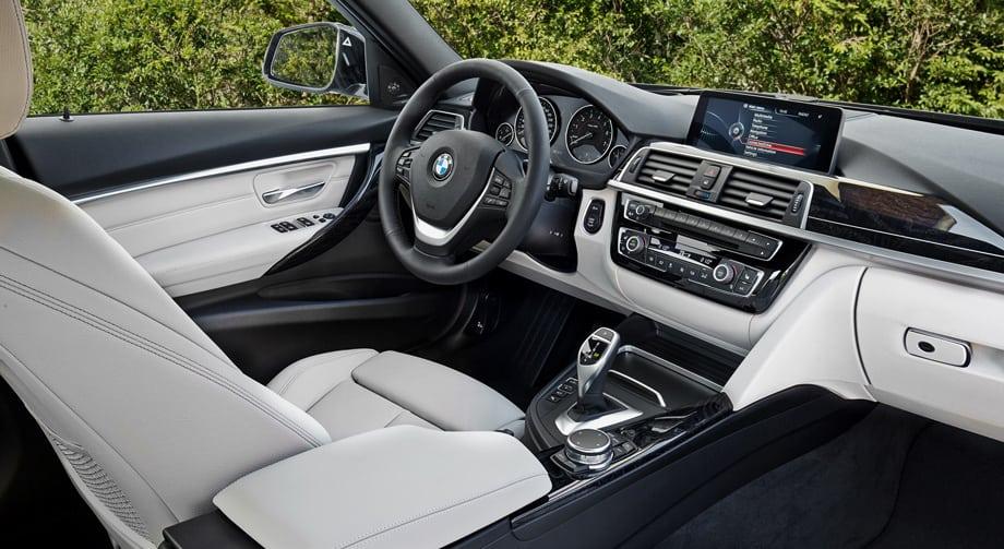 В салоне изменений минимум. Выбор для версии BMW 340i — шестиступенчатая «механика» или восьмиступенчатый «автомат».