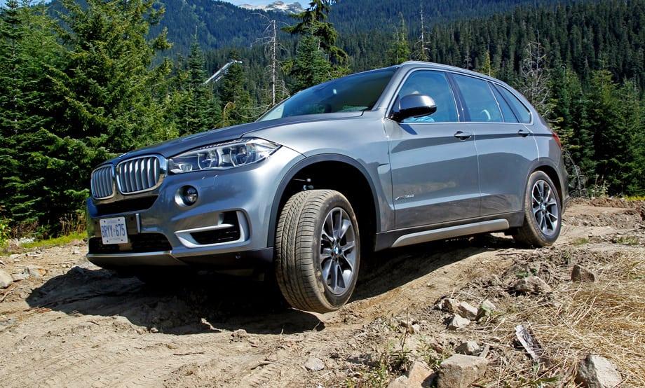 Полный привод xDrive на новом BMW X5 — это многодисковая муфта с электронным управлением в приводе передних колёс и облегчённая на 1,4 кг раздаточная коробка. По умолчанию на заднюю ось идёт 60% тяги.