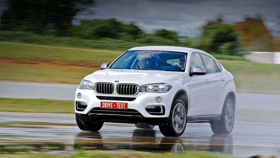 Заказы на BMW X6 второго поколения у нас будут принимать с декабря. Версия xDrive30d (249 л.с.) стоит минимум 3 508 000 рублей, xDrive50i (450 л.с.) — 4 214 000, а xDriveM50d (381 сила) — 4 642 000. Разница с предшественником — 155 000–184 000 рублей.