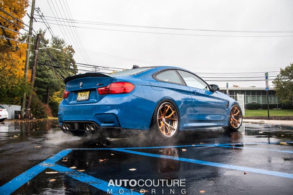 BMW M4 на дисках HRE в цвете Laguna Seca Blue