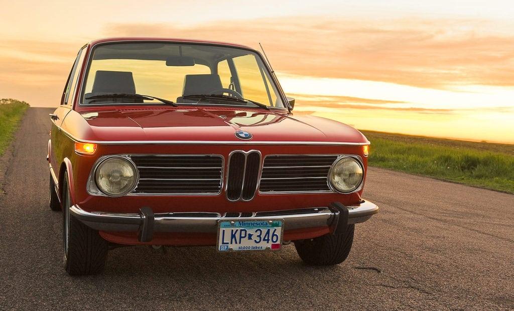 BMW 2002 (Neue Klasse) - двухдверные автомобили этой серии, выпускавшиеся в 1968—1976 годах, считаются прямыми предками третьей серии BMW.
