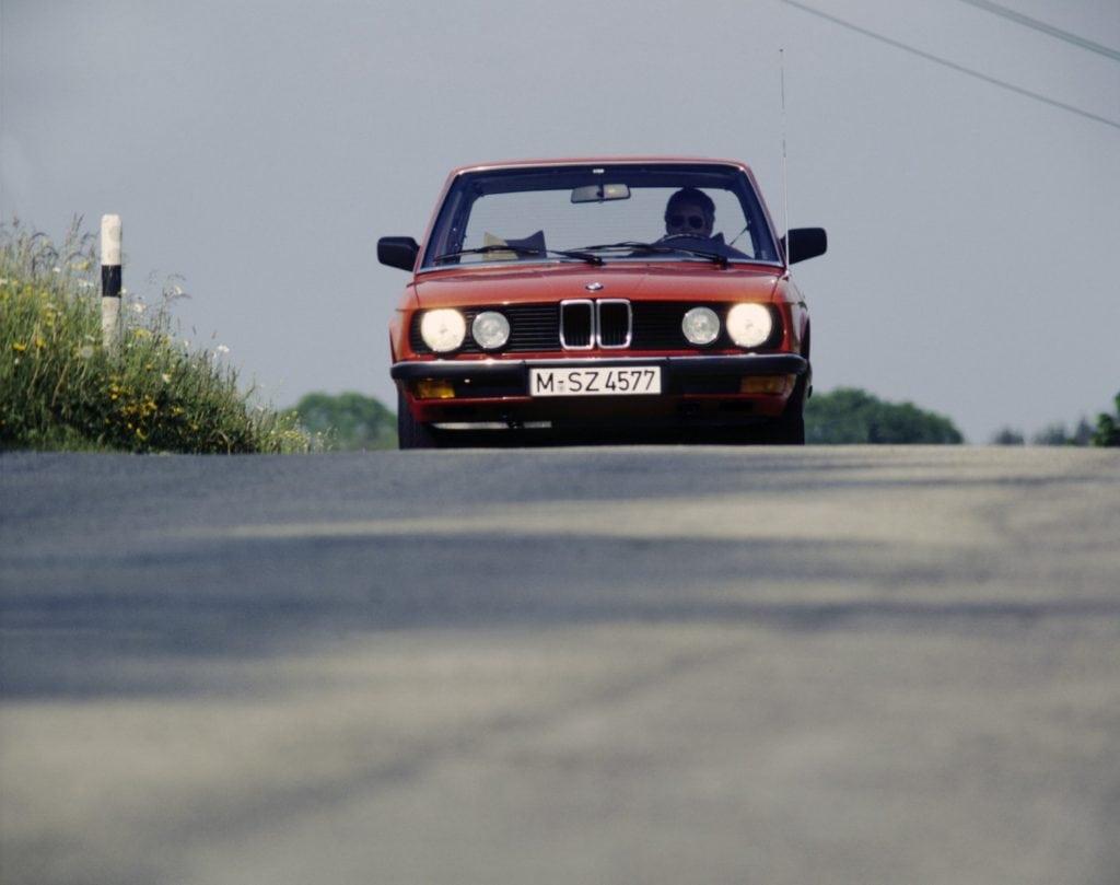 BMW 524td 1983 - пусть по нынешним реалиям цифра разгона никого не впечатлит, в то время это был один из самых быстрых люксовых седанов с дизелем под капотом.