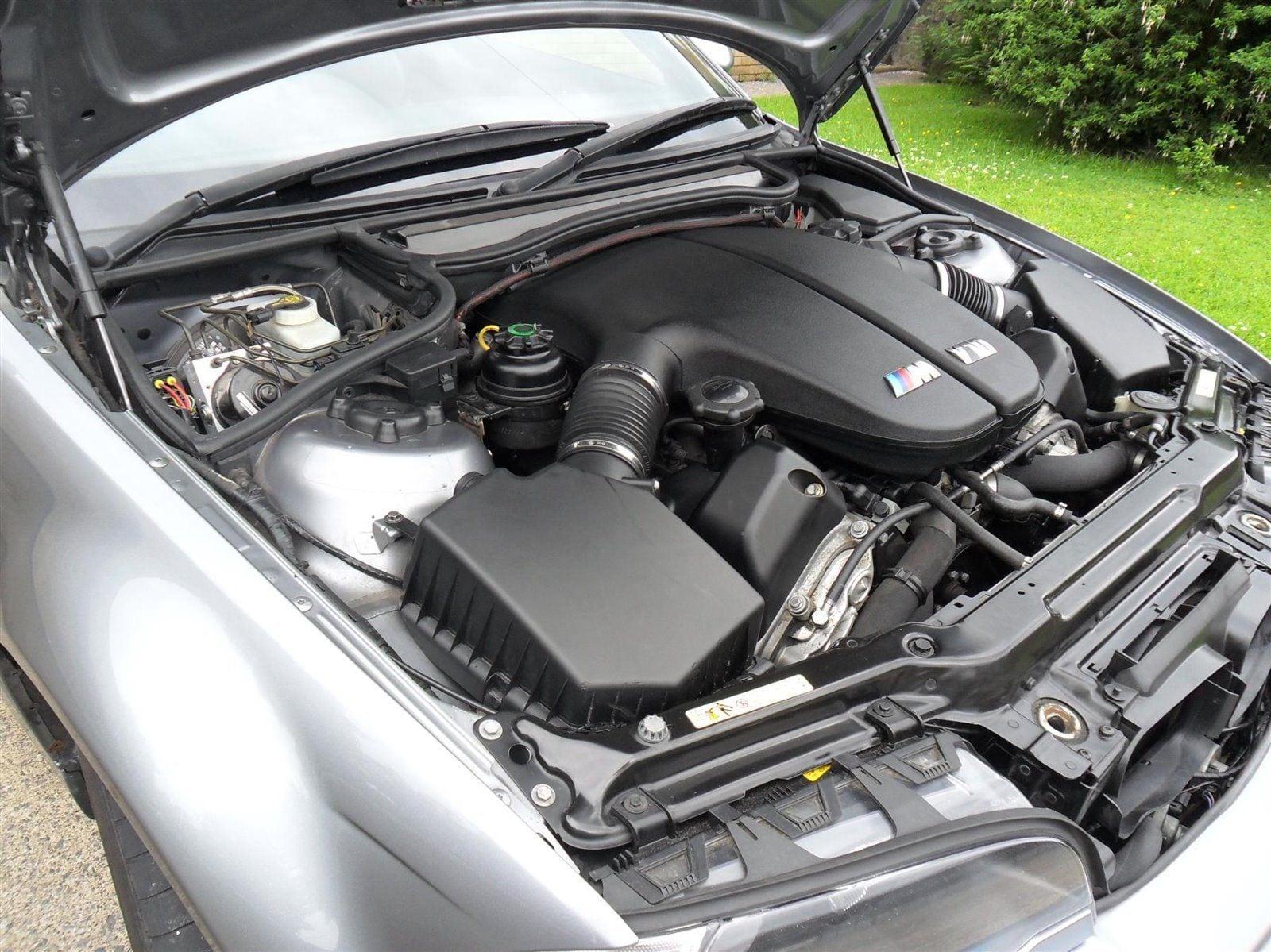 Е46 M3 на этой фотографии скрывает под капотом монстра, который используется для приведения в движение другой модели, E60 M5. Этот мотор также известен среди поклонников марки как S85.