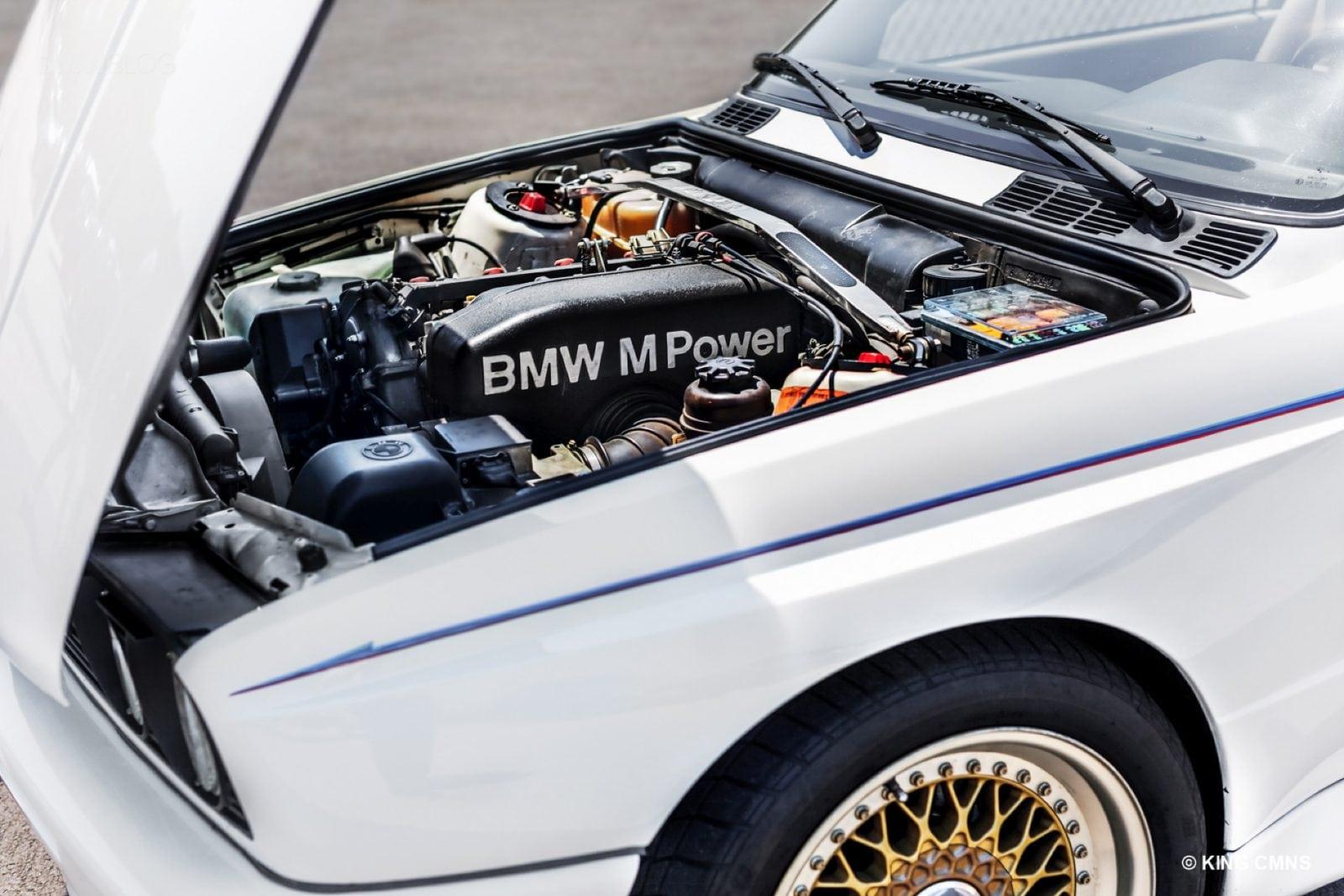 Энди Александр (Andy Alexander) на своём E30 M3 1988 года в окраске Alpine White.
