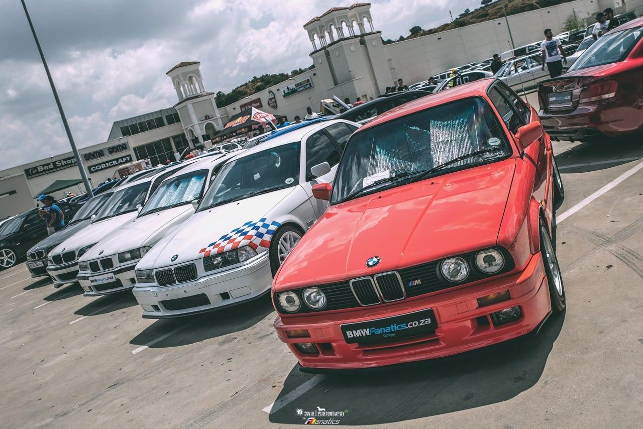 В конце мая этого года корреспондент BMW Fanatics посетил самый большой фестиваль BMW в Южной Африке: BMWDay GP #3. Это крупнейшее официальное мероприятие BMW в данном регионе, собирающее всех фанатов баварских автомобилей в радиусе 900 миль.