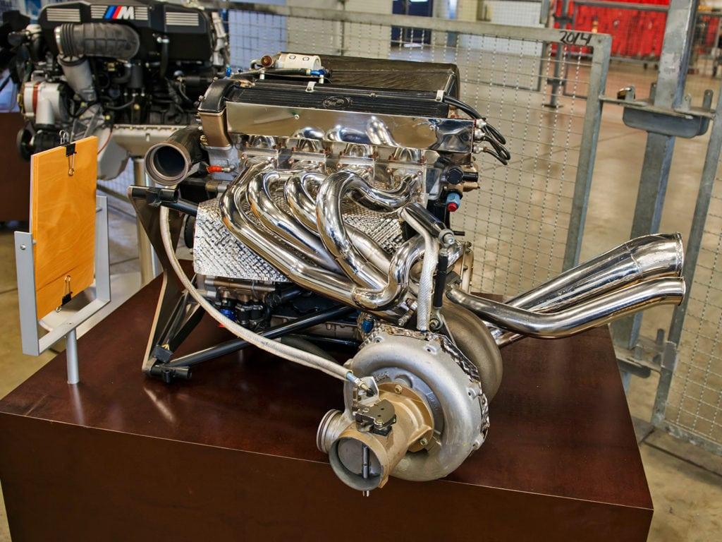 Для Формулы-1 подготовили наддувную «четвёрку» M12/13. Поначалу она развивала 690 л.с., чего откровенно не хватало.