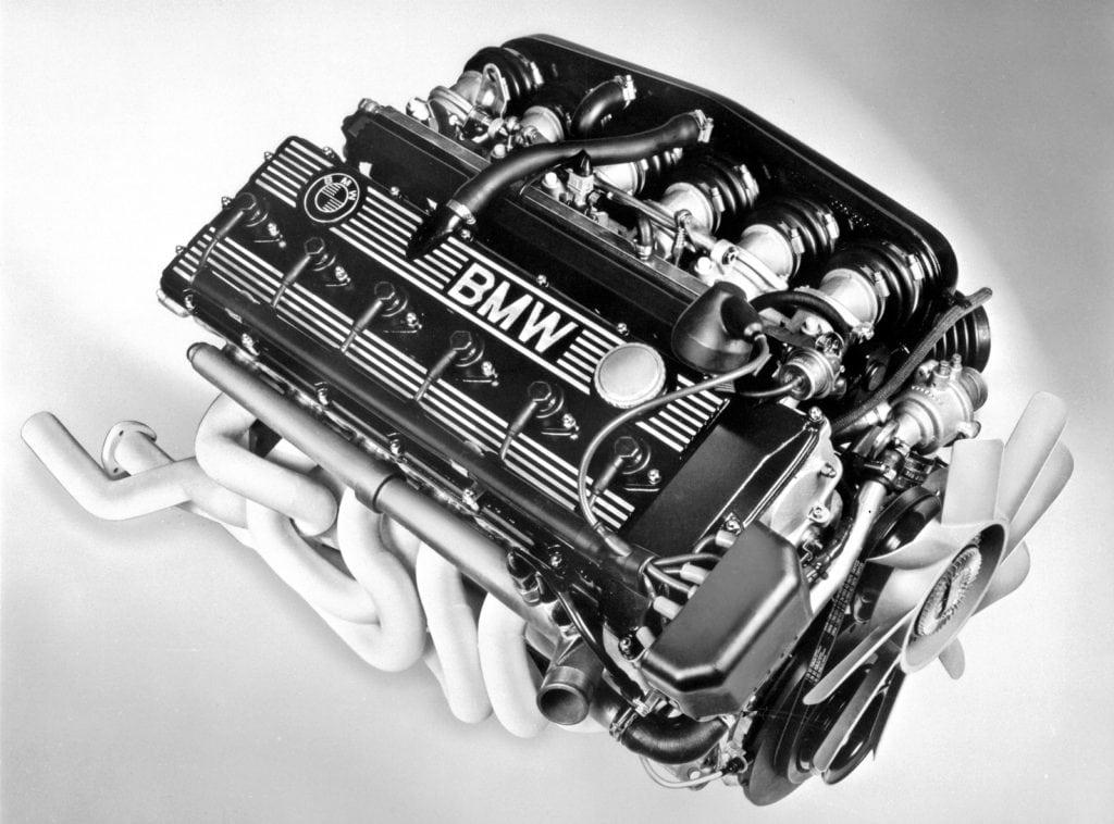 «Сердце» «эм-пятой» — M88/3. По сути всё ещё настоящий гоночный двигатель, чуть более тяжёлый и дефорсированный.