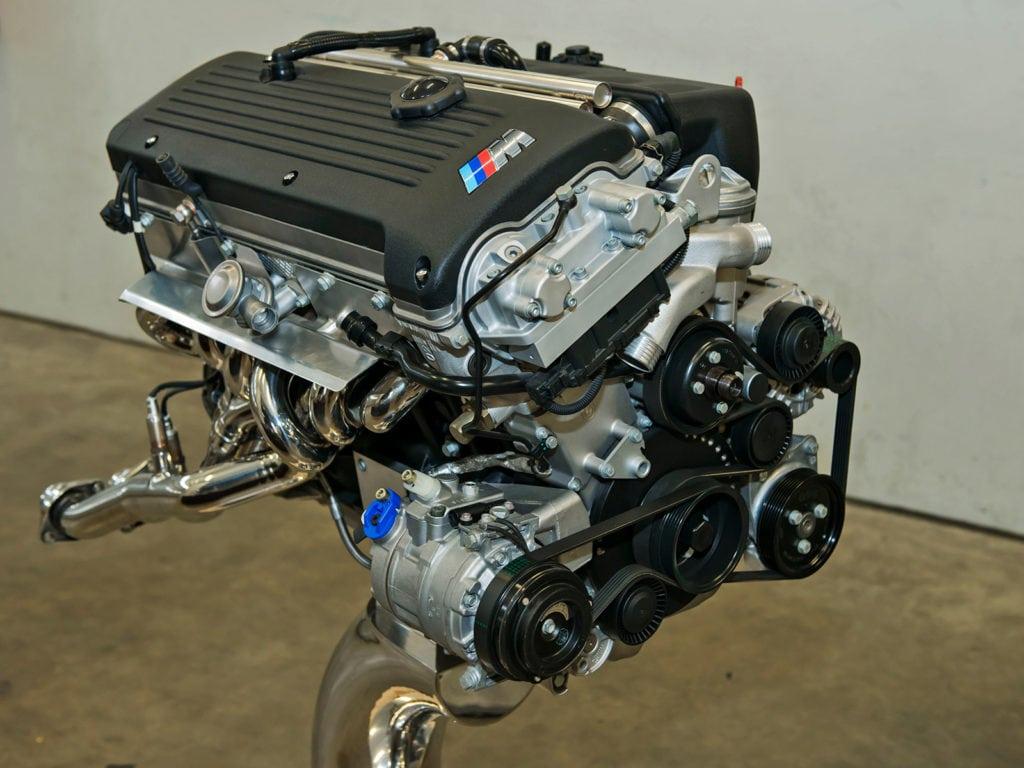 И M roadster, и BMW M3 E46 приводил в движение любимец прессы — S54B32 — восьмикратный «Двигатель года».