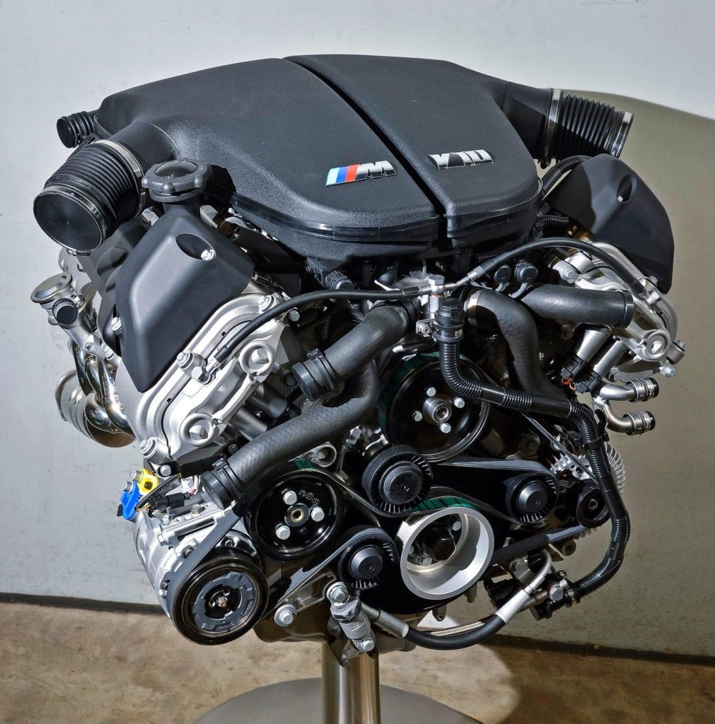 Десятицилиндровый 507-сильный двигатель S85B50 — дитя эпохи больших потрясений. Такого необычного мотора с формульным имиджем у BMW не было ни до, ни после.