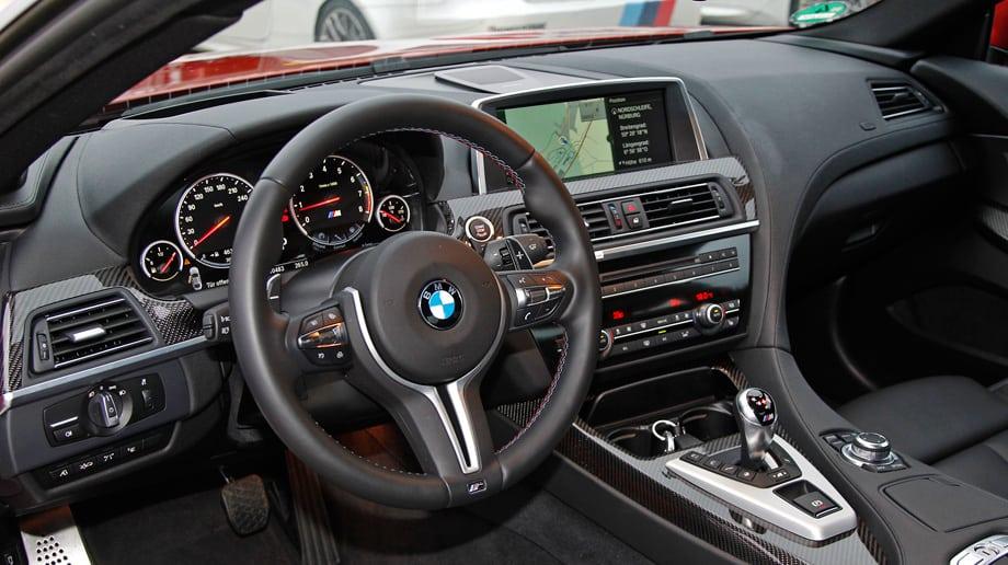 Пожалуй, эта фотография красноречивее любых слов. Язык не поворачивается назвать интерьер M6 плохим — качество исполнения беспрецедентное. Но это салон M-кара, совершенно чуждого спорту. А ведь когда-то «шестёрка» была главным оружием BMW в туринге...