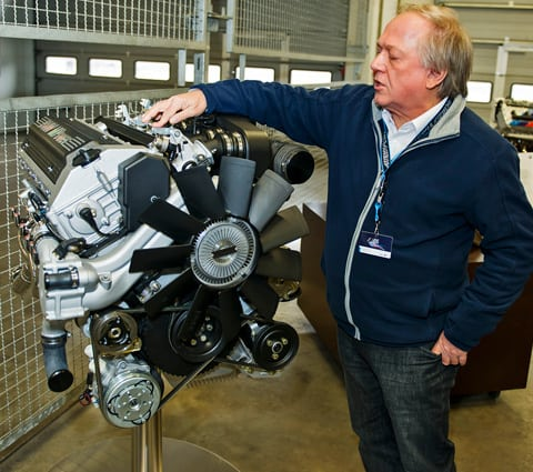 О моторах нам рассказывал Роланд Аст, главный идеолог сегодняшних M-моторов (буквально его должность называется Teamleader Predevelopment BMW M Engines, то есть шеф группы, которая составляет техническое задание).
