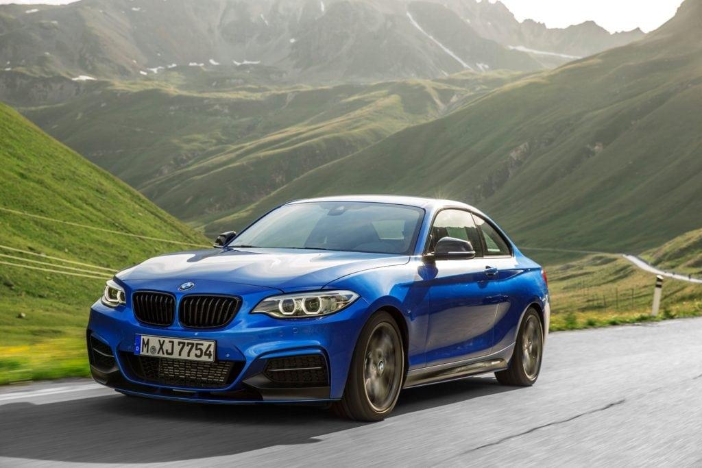 Перед тем как БМВ выдвинула на рынок модель М2, получившую впоследствии невероятную популярность, фаворитом среди любителей скорости считался BMW M235i