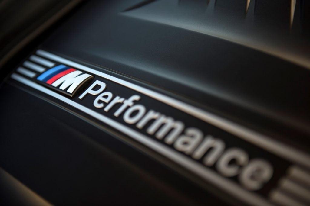 Но на самом деле в подобном шаге есть смысл, так как далеко не все клиенты компании способны купить «полноценную» модель М-серии, а тот же 340i с пакетом M Performance способен подарить немало острых ощущений.