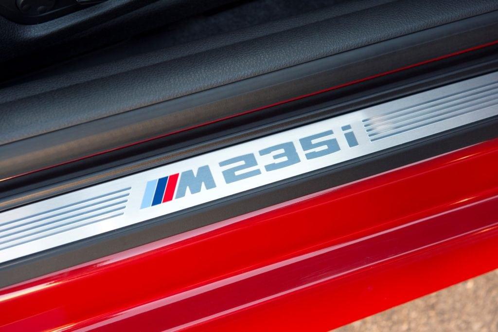 Он не был полноправным представителем М-серии, несмотря на обилие соответствующих шильдиков и значков по всей машине.